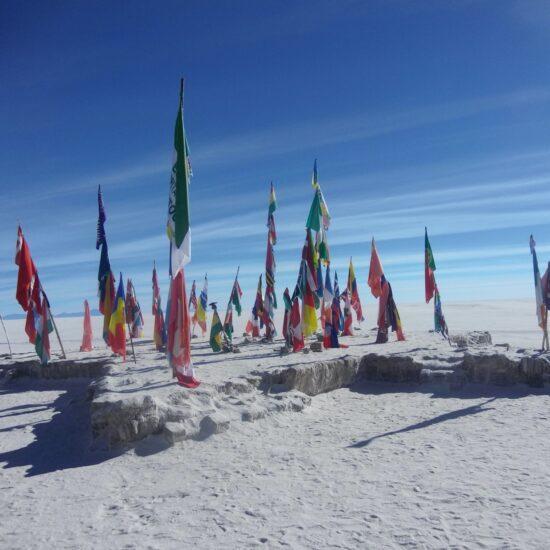 Bolivia-Salar-de-Uyuni-Flags