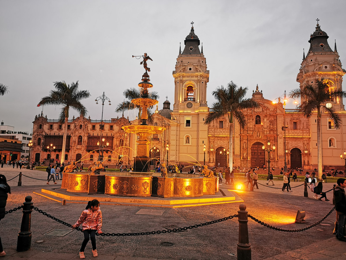 Lima-Plaza-de-Armas-Cathedral-Catedral