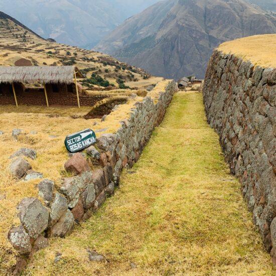 Peru-Huchuy-Qosqo